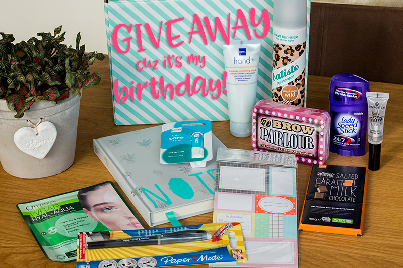 It's my birthday + giveaway | ©debbieschrijft.nl