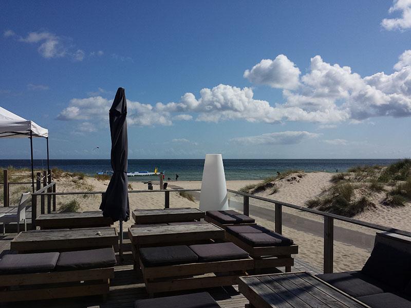 Je had vast niet gedacht dat je dit tafereel in Zweden zou aantreffen? Dit is de loungebar van Böda Sand.