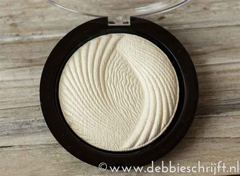 Review: Revolution vivid baked highlighter Golden Lights | debbieschrijft.nl