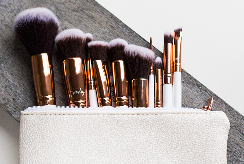Review Boozy Cosmetics Rosé Golden Jewelry 10 pc Brush Set