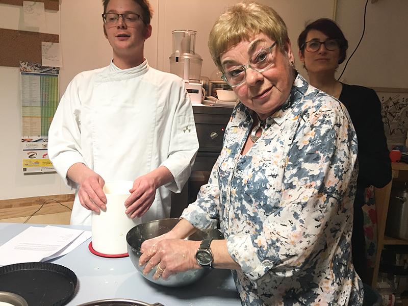 Workshop vlaaien bakken met de moeders bij Van Ós in Sittard | ©debbieschrijft.nl